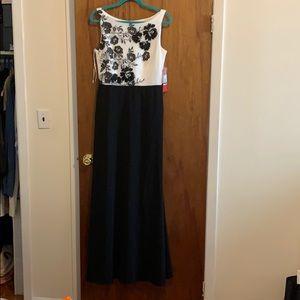 Formal dress Carmen Marc Valvo